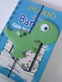 Eu Amo Artesanato: Marca Página de Dinossauro com molde Foam Crafts, Diy Arts And Crafts, Crafts For Kids, Felt Bookmark, Diy Y Manualidades, Jeff Kinney, Bookmarks Kids, Mini Craft, Book Markers