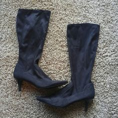 Nine & Co Sz 10 Knee High Black Suede Boots Very nice great condition Nine & Co Black Suede sz 10 knee high boots. I do offer discount bundling so check out my other items. Thanks for stopping by!! Shoes Heeled Boots