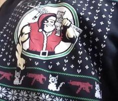 Отличный свитер, например: накачанный Санта, оружие и котяткиpic.twitter.co...