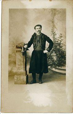 Contribution de Bernard Richard, AD76 - Portrait de Jean Bertrand, 1er régiment de zouaves à Alger. 1num0109. Jean Bertrand est né à Lintot le 2 juin 1894.