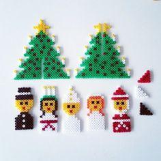 Luciatåget & granen som jag och kidsen gjorde förra julen ska självklart vara med även i år. Vill du också göra dessa så kommer här en mall att gå efter. De små bitarna är stöd till tåget…