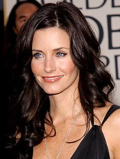 courteney's hair is always so shiny and lovely Most Beautiful Faces, Beautiful Celebrities, Courtney Cox Hair, Copper Blonde, Blonde Curls, Celebrity Hairstyles, Great Hair, Jennifer Aniston, Hair Looks