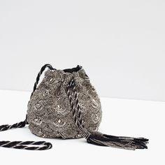 710d0268f bolso bombonera abalorios plata #Etiqueta #zara Sacos De Moda, Como Hacer  Bolsos,