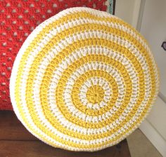 another cute crochet cushion cover!