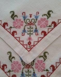 The most beautiful cross-stitch pattern - Knitting, Crochet Love Cross Stitch Letters, Cross Stitch Borders, Cross Stitch Samplers, Modern Cross Stitch, Cross Stitch Flowers, Cross Stitch Designs, Cross Stitch Embroidery, Embroidery Patterns Free, Stitch Patterns