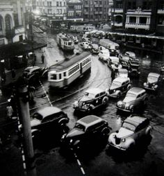 Max Dupain Twilight Rush Hour - Kings Cross, 1938
