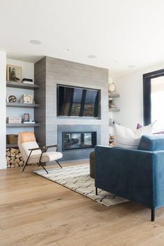 Modern Living Room With TV – 70 Modern Farmhouse Living Room Decor Ideas And Makeover Modernes Wohnzimmer mit Fernseher –. Home Fireplace, Living Room With Fireplace, Fireplace Design, Fireplace Shelves, Fireplace Built Ins, Concrete Fireplace, Concrete Tiles, Fireplace Remodel, Room Shelves