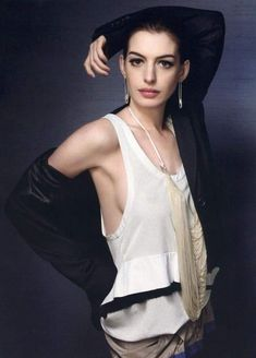 What Fans Should Know About Anne Hathaway - Celebrities Female Anne Hathaway, Anne Jacqueline Hathaway, Beautiful Brown Eyes, Actrices Hollywood, Foto Pose, Tumblr, Hollywood Celebrities, Beautiful Actresses, American Actress
