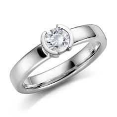Trendy sentrert diamant 3,5mm ring,  hvitt gull. med diamant 0,50ct