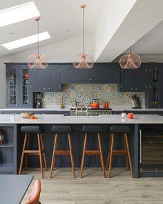 Blue Shaker Kitchen, Large Kitchen Island, Kitchen Islands, Workshop Design, Complimentary Colors, Parquet Flooring, Custom Cabinets, Island Stools, Bellisima