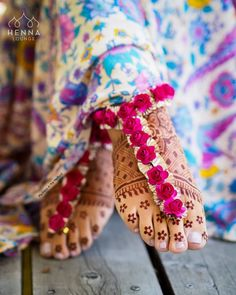 Bridal floral jewellery shopping in New Delhi. Floral jewellery store in Shahpur Jat. Find amazing bridal jewellery at ShaadiWish. Flower Jewellery For Haldi, Indian Wedding Jewelry, Indian Bridal, Bridal Jewelry, Flower Jewelry, Indian Weddings, Gold Jewellery, Silver Jewelry, Handmade Jewellery