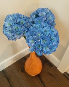 These beautiful blue hydrangeas are actually Sola Wood Hydrangea Flowers!  They were dyed to be this vibrant blue and purple color.  The best thing about sola flowers is that they last forever!⁣ #hydrangea #hydrangeabouquet #bluehydrangea #driedflowers #diybouquet #diyhomedecor⁣ #flowers #solaflowers #ecoflowers #everlastingflowers #diybouquets #driedflowers #woodflowers #woodroses #diycrafts #homedecor #decorating #bouquet #centerpieces #wreaths