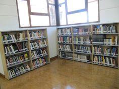 Sala Libre Acceso Bookcase, Shelves, Home Decor, Shelving, Homemade Home Decor, Shelf, Open Shelving, Decoration Home, Book Stands