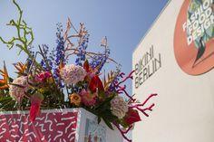 Am letzten Juniwochenende verwandelte sich die Dachterrasse des Bikini Berlin in ein wahres Blütenmeer. Beim ersten Flower Market von Tollwasblumenmachen.de ließen auf ca. 7.000 m² die Blumenkunst von Top-Floristen, ausgefallene kulinarische Genüsse und Kreationen sowie kreative Interieur- und Lifestyle-Produkte das Herz eines jeden Blumenfans höher schlagen. Christmas Wreaths, Berlin, Bikini, Events, Holiday Decor, Home Decor, Rooftop Deck, Flower Art, Heart