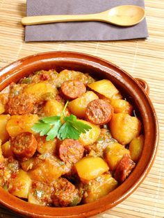 Chorizo aux pommes de terres - The Best For Dinner Recipes Potato Recipes, Lunch Recipes, Cooking Recipes, Healthy Recipes, I Love Food, Good Food, Cuisine Diverse, Salty Foods, Chorizo And Potato