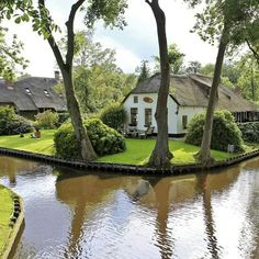 Geithroon, Holland. The place with out roads only canals and bike trails.