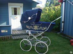 Hej! Nu har det blivit dax att sälja vår vackra Retro-vagn! välkommen att fynda! (nås endast via telefon!)