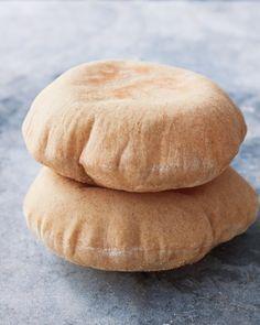 How to Make Pita Bread [i know ... i'm dreaming that i'm gonna make my own pita :/ ]