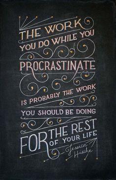 """""""O que você faz enquanto procrastina é provavelmente o trabalho que você deve fazer pelo resto de sua vida."""" – Jessica Hische"""