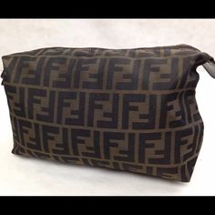FINAL MARKDOWN ❗️Fendi makeup bag great condition Nice,no trades !!! Final price ❗️❗️❗️❗️ Bags