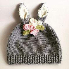 Yaz-kış bebeklerimizin vazgeçilmez aksesuarı ....🙎👶👧👩👵 #crochet #örgü #tıgişi #knitting #örgübere #babyhat #mevsimlik #tarz #knittersofinstagram #crochetaddict #elemegi #elişi #handmade #handcraft #cute #outfit #forbaby #bebekleredairherşey #çicek #flowers