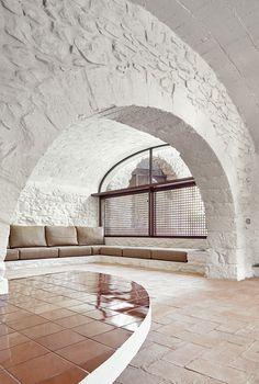 Vista interior. Rehabilitación de una masía por ARQUITECTURA-G, Empordà, España. Fotografías © José Hevia.