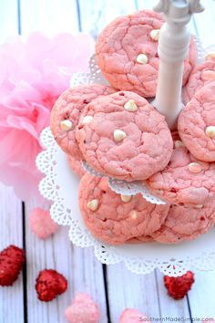 Strawberry Milkshake Cookies - These easy strawberry and white chocolate chip cookies taste just like a smooth strawberry shake, and are perfect for Valentine's Day! Strawberry Cookies, Strawberry Milkshake, Cupcakes, Easy Cookie Recipes, Dessert Recipes, Cake Recipes, Cookies From Scratch, White Chocolate Chip Cookies, Crackle Cookies