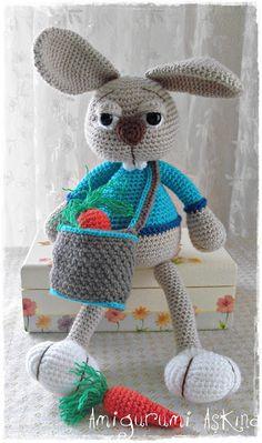 amigurumi tavşan Crochet Stitches, Crochet Hats, Crochet Humor, Funny Crochet, Barbie, Stuffed Toys Patterns, Amigurumi Doll, Crochet Animals, Tweety