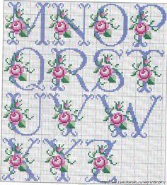So pretty ~ cross stitch monograma alphabet with roses. Cross Stitch Alphabet Patterns, Cross Stitch Letters, Cross Stitch Baby, Cross Stitch Flowers, Cross Stitch Charts, Cross Stitch Designs, Stitch Patterns, Cross Stitching, Cross Stitch Embroidery