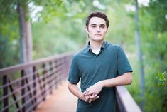 Posing Teens and Tweens for Photos Free Posing Guide Pretty Presets for Lightroom Family Posing, Couple Posing, Teen Boys, Tween, Posing Guide, Posing Ideas, Kids Stage, Senior Boy Photography, Pretty Presets