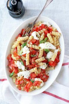 Tuoretomaattipasta Pasta Salad, Good Food, Food And Drink, Healthy Recipes, Ethnic Recipes, Blog, Food Time, Koti