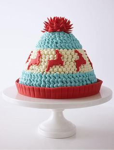 Knitted Winter Hat Cake - adorable Christmas dessert you can make at home Christmas Sweets, Christmas Baking, Christmas Cakes, Xmas, Mini Cakes, Cupcake Cakes, Winter Torte, Hat Cake, Holiday Cakes