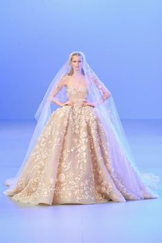 Le défilé Elie Saab printemps-été 2014 haute couture http://www.vogue.fr/mariage/tendances/diaporama/les-robes-de-mariee-de-la-haute-couture-2/17268/image/926206#!le-defile-elie-saab-printemps-ete-2014-haute-couture