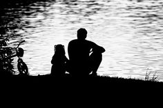 father and daughter sitting together silhouette - Yahoo Image Search Results Father Daughter Tattoos, Father Daughter Photos, Dad Daughter, Tattoos For Daughters, Fathers Day Letters, Father Daughter Photography, Father And Girl, Daddys Girl, Belle Photo