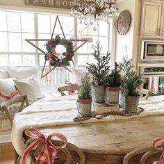 Looking for for inspiration for farmhouse christmas tree? Check this out for cool farmhouse christmas tree images. This cool farmhouse christmas tree ideas seems to be absolutely fantastic. Noel Christmas, Winter Christmas, All Things Christmas, Christmas Crafts, Christmas Design, Snowman Crafts, Christmas 2019, Christmas Lights, Christmas Hallway