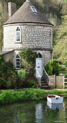 The Chalford Roundhouse on the Thames Canal, Gloucestershire, England