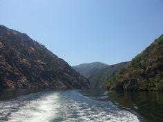 Navegando por el río #Sil en catamarán #RibeiraSacra #Lugo #Ourense #Spain by @AptRibeiraSacra via Twitter