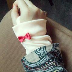 Mimi handsock Hand Socks, Hand Gloves, Gloves Fashion, Hijab Fashion, Pola Lengan, Hijab Pins, Islamic Girl, Lace Cuffs, Altering Clothes