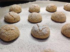 VÍKENDOVÉ PEČENÍ: Ořechové sušenky Christmas Treats, Crinkles, Cake Recipes, Biscuits, Cheesecake, Candy, Cookies, Sweet, Desserts