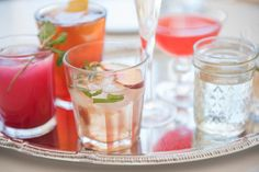 Great cocktails do not have to be expensive. Discover ten easy and cheap cocktail recipes that you can make at home for very little money.
