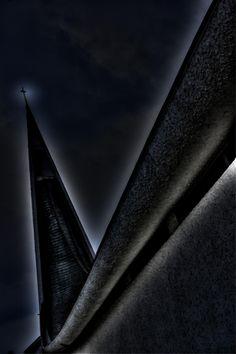 towering cross by Ken Okamoto on 500px