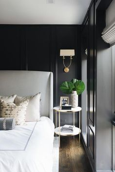 Home Decor Bedroom Black Walls with Black Trim Moldings and Light Gray Headboard.Home Decor Bedroom Black Walls with Black Trim Moldings and Light Gray Headboard Black Bedroom Design, Bedroom Black, Black Bedding, Black Bedrooms, Gold Bedroom, Home Design, Interior Design, Design Ideas, White Headboard