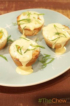 Make these easy and delicious Eggs Benedict in muffin tins to make this creative Muffin Tin Eggs Benedict!