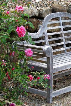 A weathered Lutyens bench. Garden Seating, Garden Chairs, Garden Furniture, Garden Benches, Beach Gardens, Outdoor Gardens, Garden Features, Garden Structures, Garden Styles