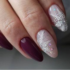 If you are getting ready for the holidays by painting a winter wonderland on your nails, these Cutest Christmas Nail Art DIY Ideas will surely give you a cheerful Christmas season this year. Cute Christmas Nails, Christmas Nail Art Designs, Xmas Nails, New Year's Nails, Holiday Nails, Hair And Nails, Nail Art Noel, Nail Art Diy, Best Nail Art