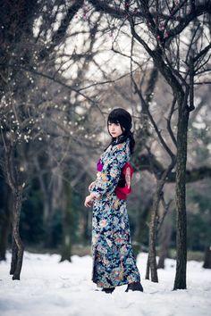 Beautiful Japanese Girl, Japanese Beauty, Asian Beauty, Japanese Outfits, Japanese Fashion, Female Character Inspiration, Kimono Dress, Yukata, Japanese Kimono