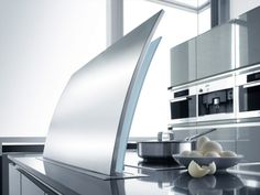 Pop up cooker hood - have an island on your hob without having a hood permanently blocking your view FUTURA Collezione Cielo by GUTMANN Ranch Kitchen, New Kitchen, Kitchen Ideas, Kitchen Stuff, Cooking Appliances, Kitchen Appliances, Kitchens, Kitchen Interior, Kitchen Design
