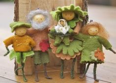 Felt Folk Family    found at : http://woolpets.typepad.com/woolpets/2009/10/forest-wee-folk.html