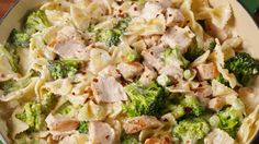 Creamy Chicken & Broccoli Bowties (or Wagon Wheel pasta!) Soo bad for you but SO good (and easy)! Pasta Recipes, Chicken Recipes, Dinner Recipes, Cooking Recipes, Broccoli Recipes, Cooking Games, Dinner Ideas, Pasta Meals, Pasta Food