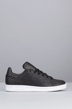 Sneakers Noir, Shoes Sneakers, Classic Sneakers, Gold High Heel Sandals, Shoes Sandals, Stan Smith, Baskets, Bohemian Sandals, Slippers